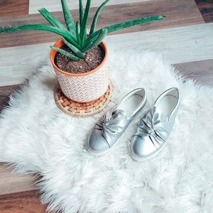 Verona knotted slip ons